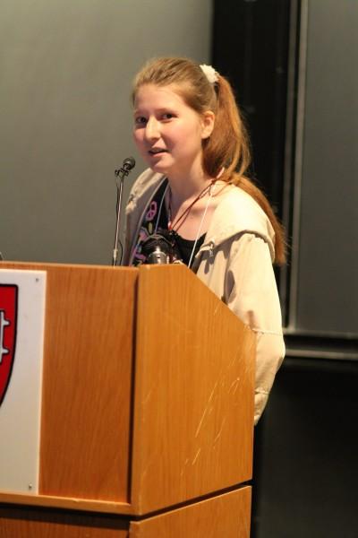 컴퓨터과학자 알렉산드라 엘바키얀이 2010년 6월 미국 하버드대에서 열린 학회에서 주제발표를 하는 모습. 엘바키얀은 2011년 '사이허브'를 만들어 유료 논문을 무료로 공개하고 있다.  - 위키미디어 제공